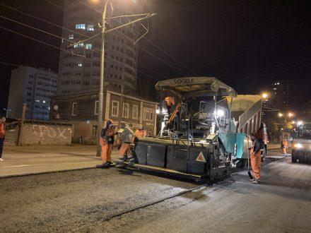 За одну ночь в Самаре уложили нижний слой покрытия автодороги