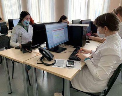Почти 800 студентов медицинских колледжей губернии пришли на помощь медработникам региона