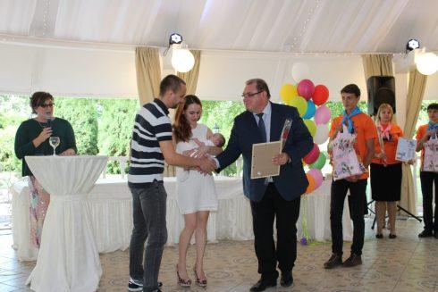 Власти Тольятти не будут платить пособия в связи с рождением детей в День города