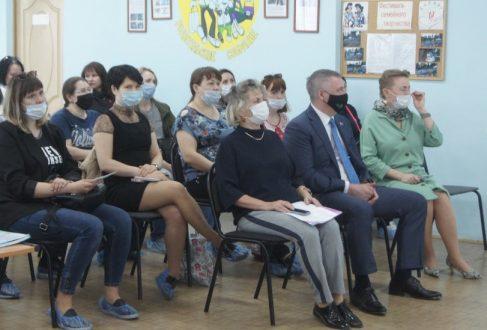 В Тольятти члены окружного родительского собрания выдвинули Дениса Волкова на праймериз «Единой России»