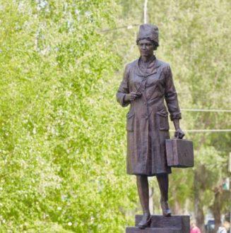 На территории самарского медицинского колледжа открыли скульптурную композицию «Призвание»