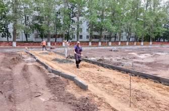 Николай Ренц проверил ход работ по благоустройству 14 квартала Тольятти