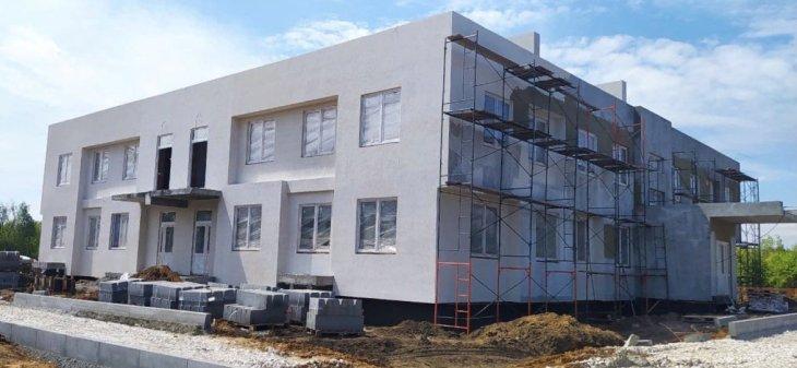В Ягодном продолжается строительство детского сада
