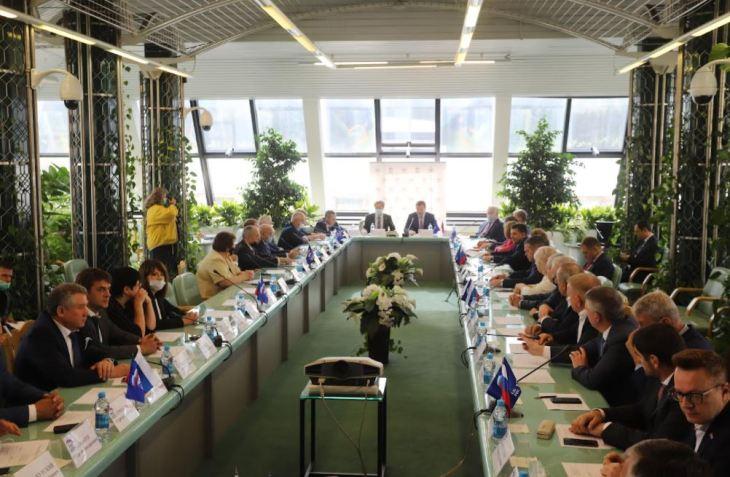 Депутаты регионального парламента приняли изменения в главный финансовый документ на следующий год