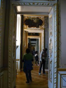 Die persönlichen Gemächer hatten zu beiden Seiten diverse Durchgangszimmer als Vorräume