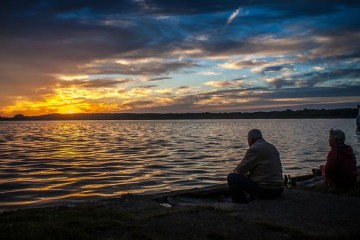 Grandparents sitting beside a lake - nessymon - source:pixabay