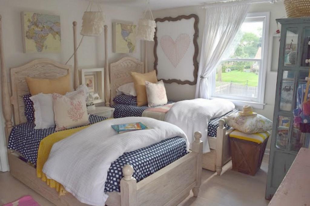 Wallpaper ideas in Girls Bedroom