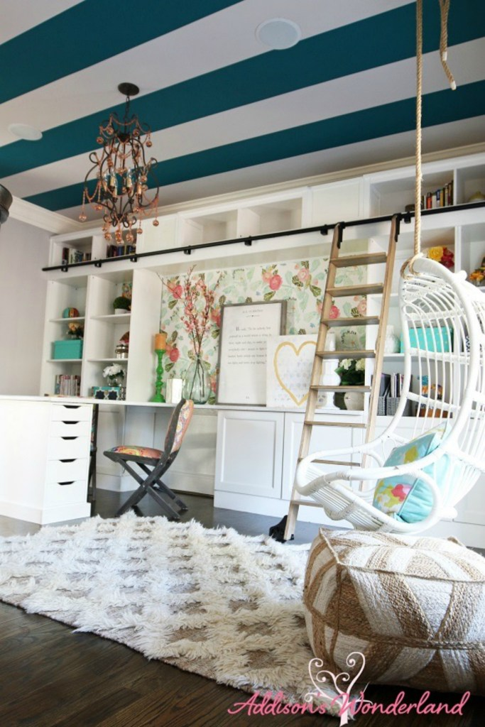 Brittany from Addison Wonderland is known for her bold use of color and pattern. In a world of neutrals, whites and grays it is a fun welcome change. Brittany shared her kids play room with us.
