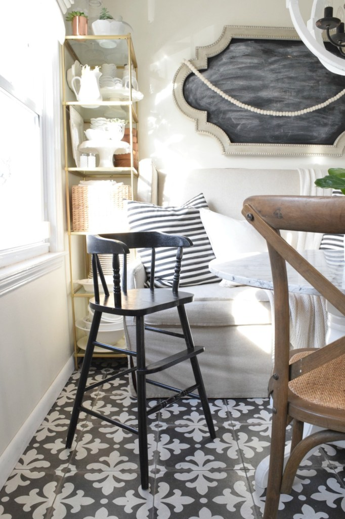 Paint tips with the Top Black, Gray and White Paint
