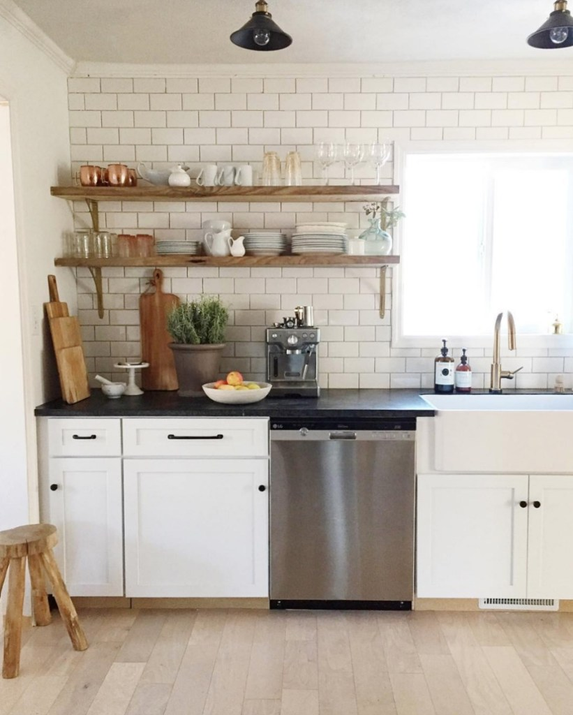 Friday Favorites- Kitchen Open Shelving for Banquette