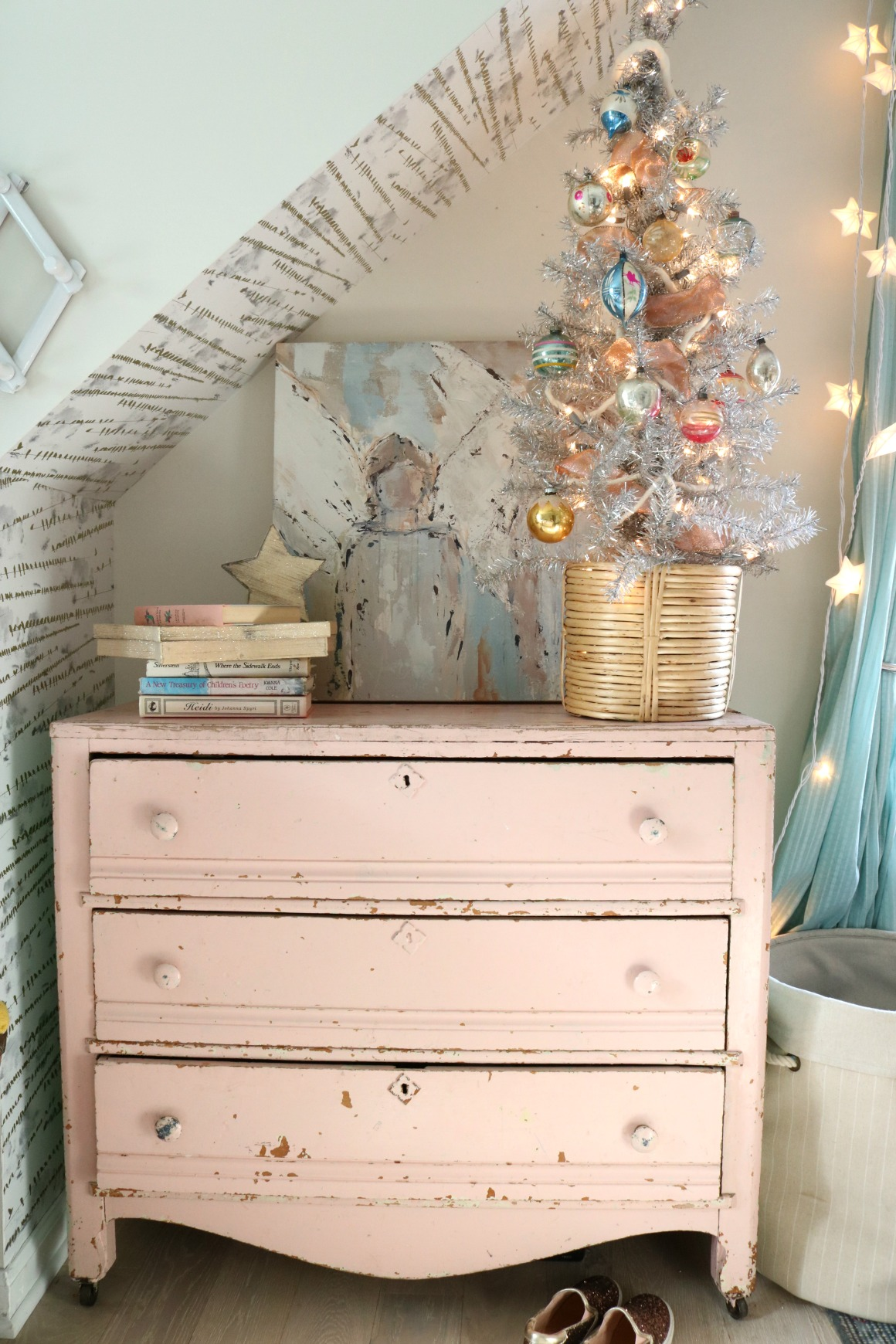 Christmas Decor in a Small Cape- Girls Shared Bedroom 078