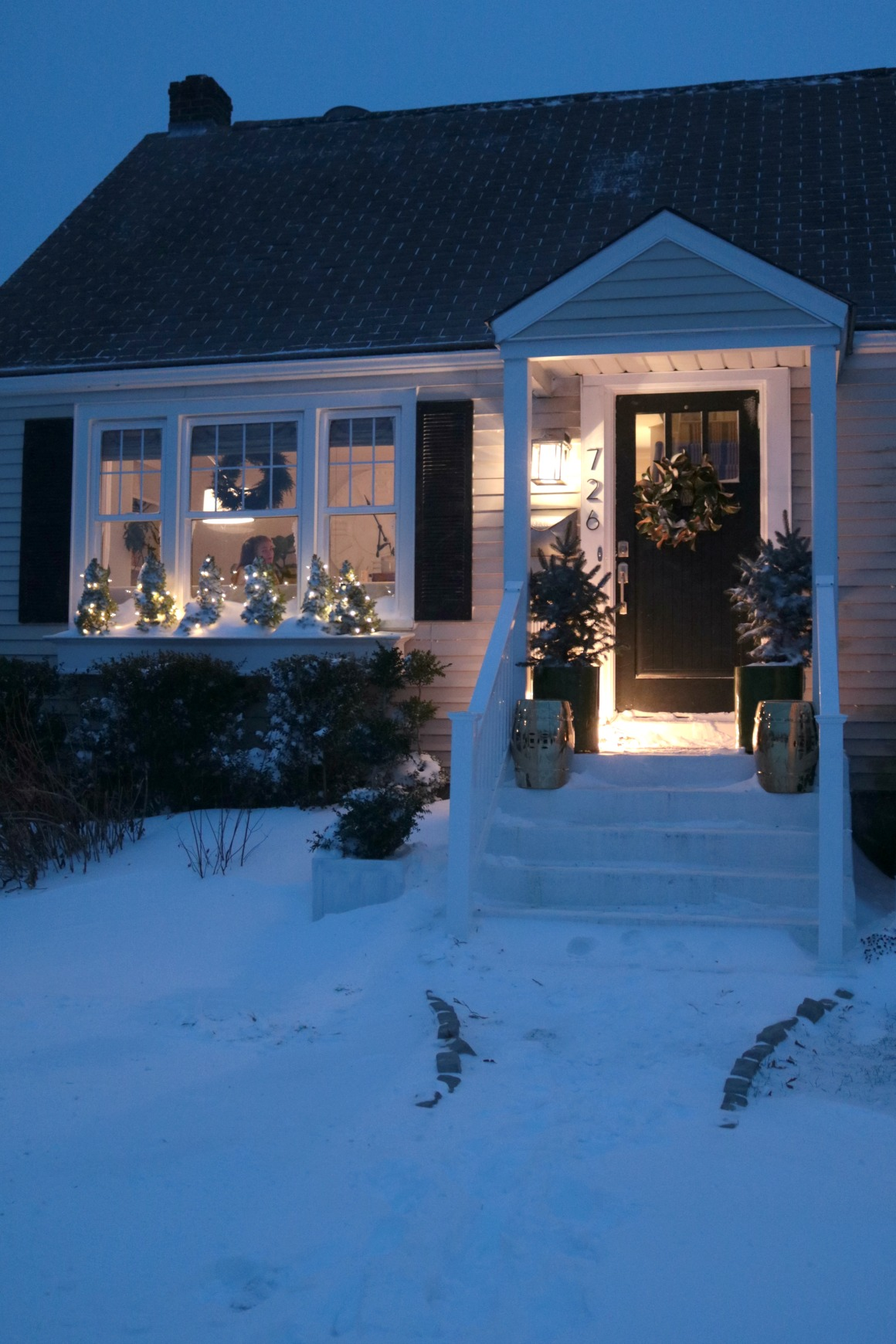 Front Porch Lightbulbs- The best lights that turn on at Dusk and Dawn!