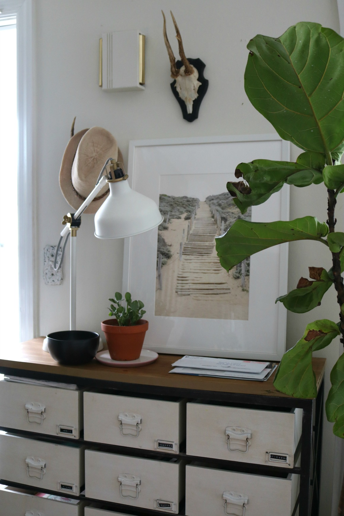 Spring Decor in our Front Room and Built-in Bookcases