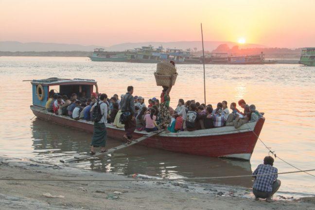 Evening transportation up the river Iravadi