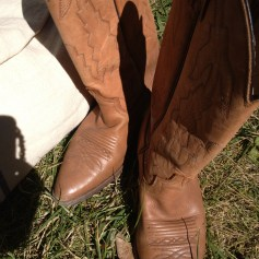 My gorgeous gifted cowgirl boots from Junxtaposition