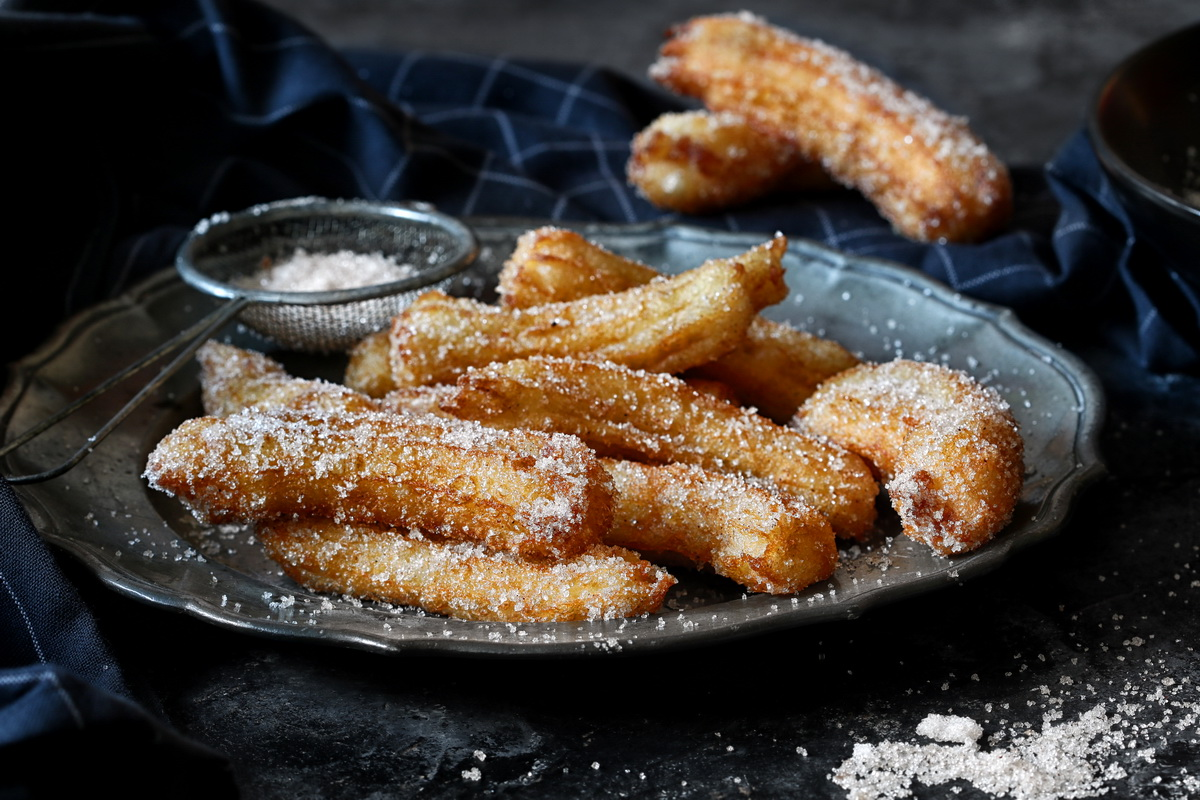 BEST HOMEMADE CINNAMON SUGAR CHURROS