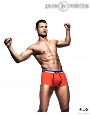 Cristiano Ronaldo pose pour ses sous-vêtements CR7