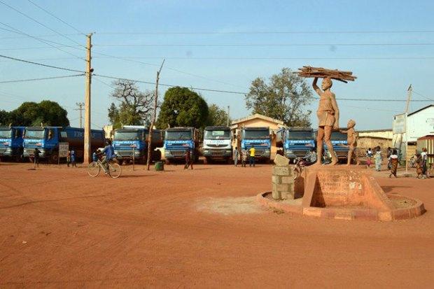 Comme à Djougou, un impressionnant parc d'engins et un personnel qualifié sont déjà mobilisés pour entamer les travaux avec célérité et qualité.