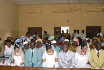 Lors d'un mariage  : Le maire se trompe et crée le scandale