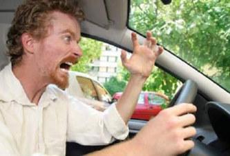 Il oublie sa femme à la pompe à essence et ne le réalise qu'après 100 km