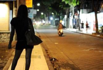Le client s'endort avant l'acte, la prostituée se montre « sans pitié »
