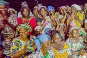 Révélation - Ces villageois ont blindé leurs filles contre les touristes:Une fois qu'un faitl'amour avec une, il doitsoit l'épouser soit mourir