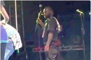 Mort de Papa Wemba/ Nestor, l'homme au micro sur la photo donne enfin sa version des faits