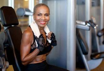 À 80 ans, (oui, oui) cette femme a le corps d'une athlète