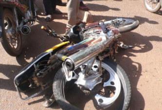 Gounghin : un chauffard renverse 3 motocyclistes et se fait tabasser