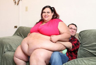 Nourrie à l'entonnoir, elle souhaite devenir la plus grosse femme au monde