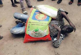 (Photos) Un homme tente d'acheter deux sacs de riz avec des faux billets