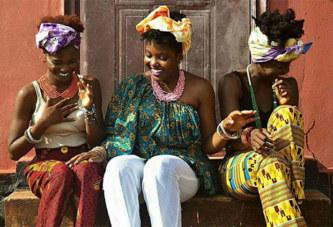 LIBÉRIA: LA MODE OCCIDENTALE IGNORÉE, TOUT LE MONDE SE SAPE À LA LOCALE !