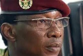 Colonel Auguste Denise BARRY: Il se déshabille, …dit-on