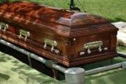 Ouganda: Un homme enterré avec de l'argent pour « soudoyer Dieu »