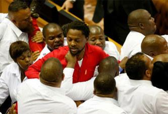 Afrique du Sud: affrontements au Parlement lors du discours à la nation de Zuma.