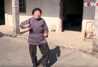 Une femme de 94 ans, maître de kung-fu (vidéo)