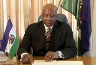 Lesotho   Politique:  Le roi du Lesotho dissout le parlement