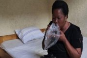 PHOTOS/VIDÉO: Danielle, la pr0stituée congolaise qui utilise un sac plastique comme préservatif
