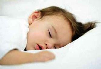 Incroyable: Une fillette de 18 mois qui peut dormir pendant plus d'une  semaine