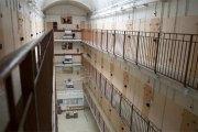 France: les téléphones portables bridés autorisés dans les prisons?