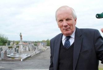 France: Le maire de Mouscron égorgé par un homme dans un cimetière
