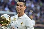 Cristiano Ronaldo place son ballon d'or en ventes aux enchères
