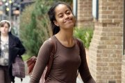 VIDEO - Malia Obama surprise en train d'embrasser