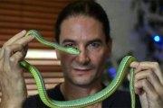 Découvrez pourquoi cet homme s'injecte du venin de serpent depuis 30 ans