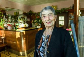 Incroyable ! A 100 ans, elle est gérante de bar