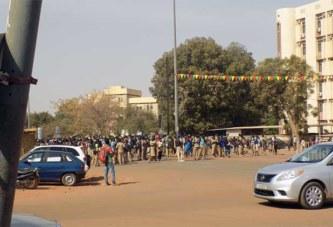 Burkina : Des élèves manifestent devant le MENA