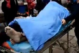 Son client meurt la prostituée reste accrochée aux parties génitales du cadavre (vidéo)