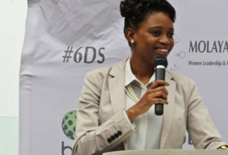 Bogolo Joy Kenewendo, la ministre botswanaise de 30 ans qui affole la toile