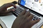 Un homme drague sa propre femme avec un faux profil Facebook et obtient un rendez-vous dans une chambre d'hôtel : Comment cela s'est terminé