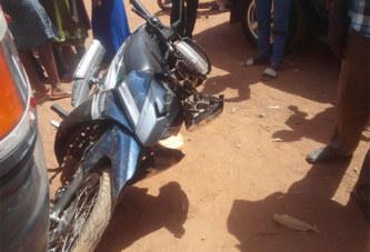 Faits divers: Dassasgho (Ouagadougou) : il tente d'écraser une ex voisine et se faitpourchasserpar l'époux de la dame,machetteen mains.